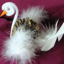 Лебедь из шишки
